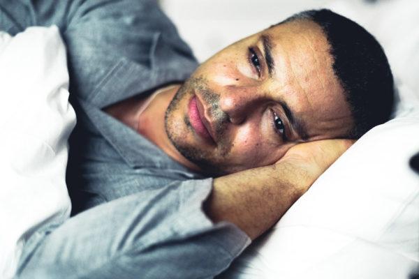 Depresja czy niewyspanie? - Wpływ niedoboru snu na hormony i samopoczucie