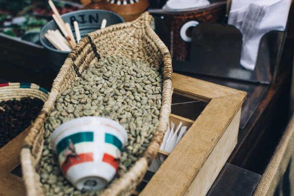 świeże ziarna zielonej kawy