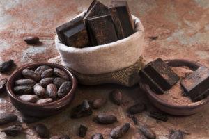 ziarna kakowca i kostki czekolady jako źródło prozdrowotnych flawanoli